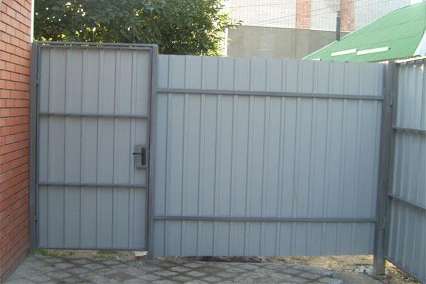 Как сделать ворота из профнастила с замком