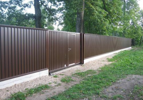 Забор из профнастила – экономно и надежно