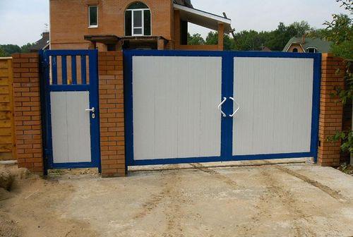 Распашные ворота – оптимальное решение для дачи